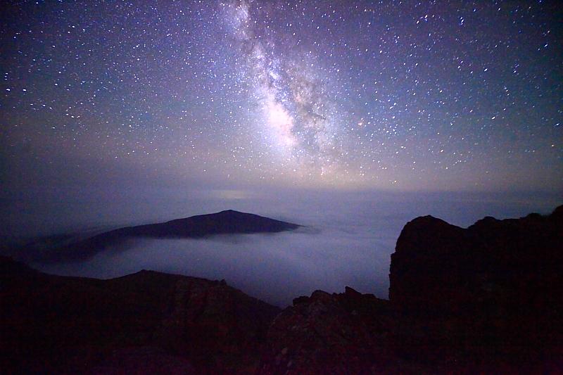 早池峰山頂の夜_f0075075_1313362.jpg