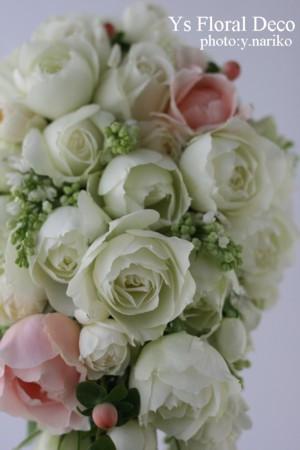 ころんとしたカップ咲きのバラのブーケ_b0113510_0411152.jpg