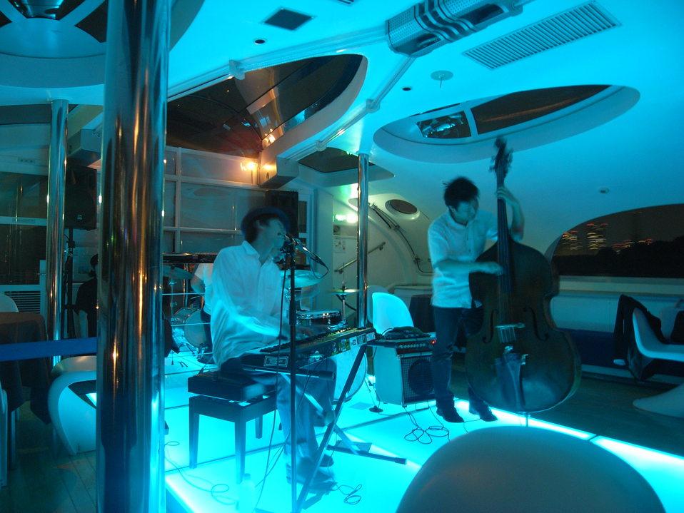 concert on the sea_c0077105_2356443.jpg