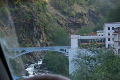 チベットの旅  Day  11 ザンムからカトマンズへ_e0114020_2322496.jpg