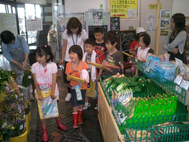 碓井小学校の2年生の皆さんが社会科見学に来ました!_a0144271_16422913.jpg