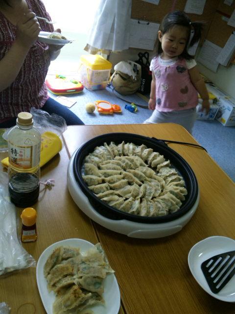 北ブロック会☆餃子を作って食べました♪_b0114789_20395351.jpg