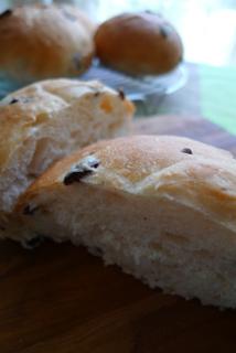 オリーブのパン_b0142989_10355819.jpg