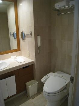 5月 ホテルオークラ神戸 スーペリアフロア DXツイン バスルーム_a0055835_1526315.jpg