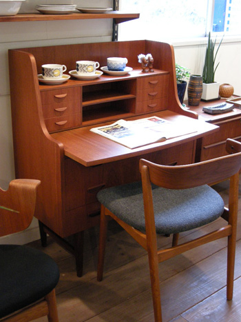 Writing desk (DENMARK)_c0139773_1952813.jpg