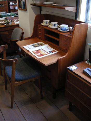 Writing desk (DENMARK)_c0139773_196196.jpg