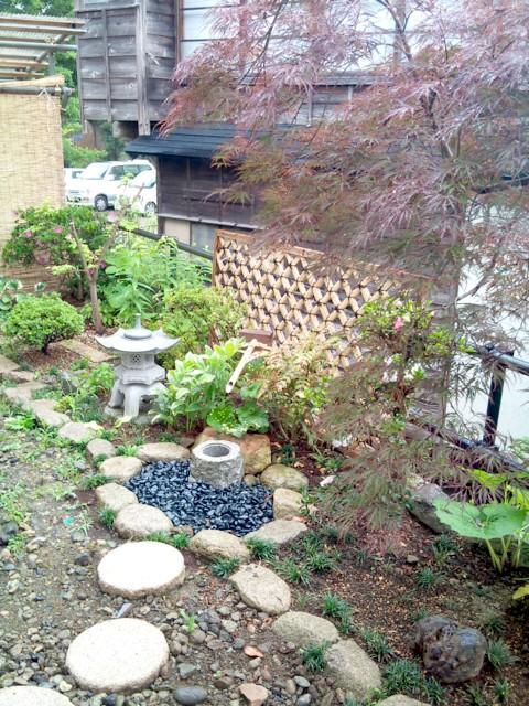 お客様自作の庭とサツキ_c0170940_19125558.jpg