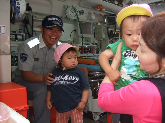 消防署の方に、避難訓練を見てもらいました。_d0166047_2212165.jpg
