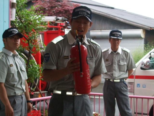 消防署の方に、避難訓練を見てもらいました。_d0166047_22194083.jpg