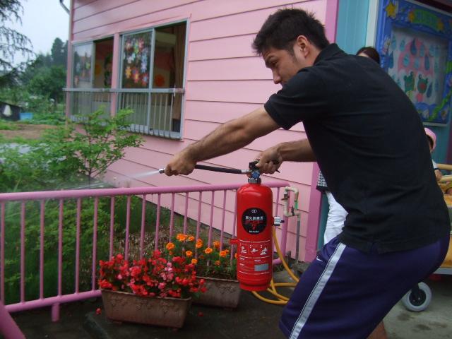 消防署の方に、避難訓練を見てもらいました。_d0166047_22253534.jpg