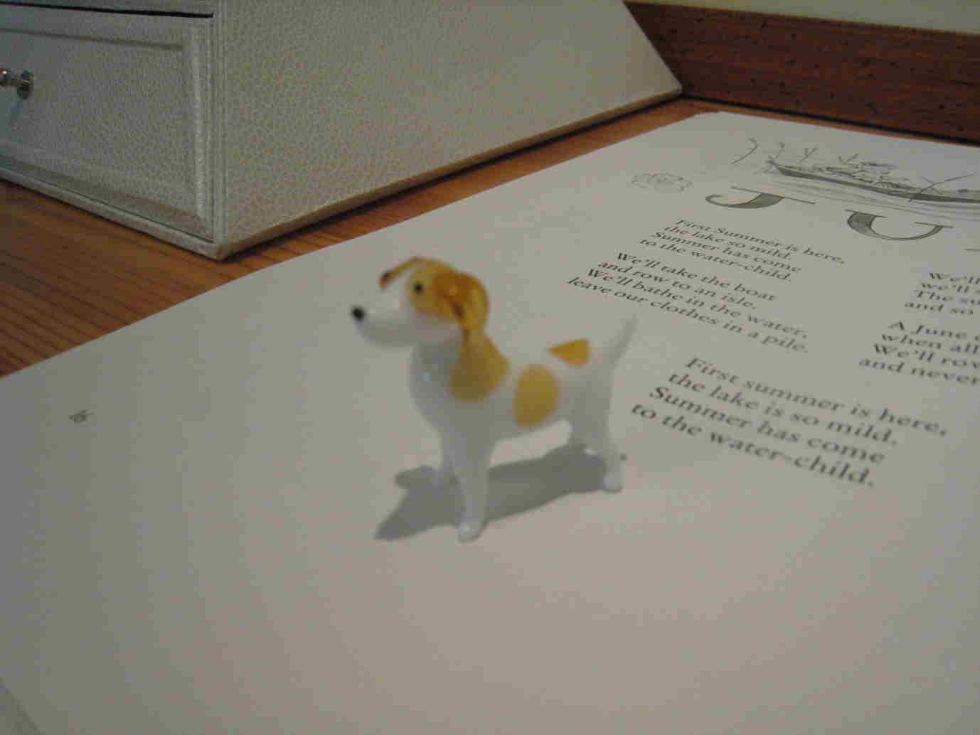 犬の置物_f0199750_22102454.jpg