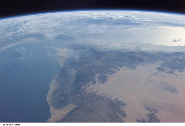 やっぱりアデン湾の上空にUFOが?_e0171614_13231422.jpg