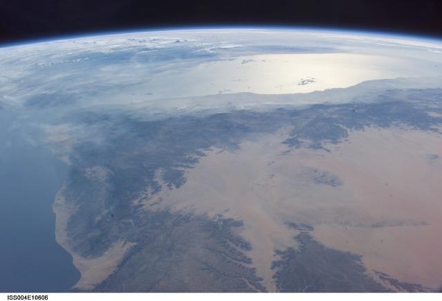 やっぱりアデン湾の上空にUFOが?_e0171614_13232180.jpg