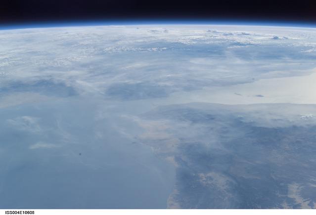 やっぱりアデン湾の上空にUFOが?_e0171614_13233010.jpg