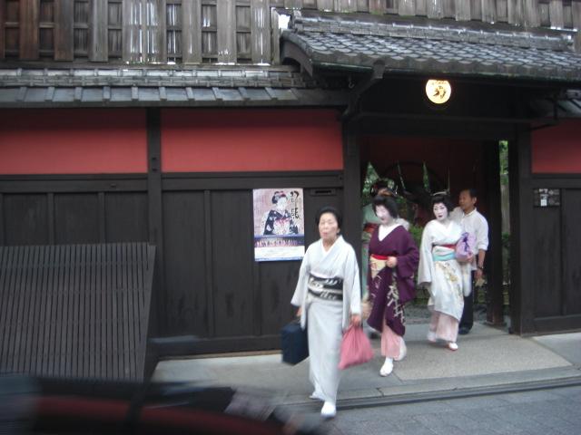 京都・祇園街に・・・。_f0036534_2220236.jpg