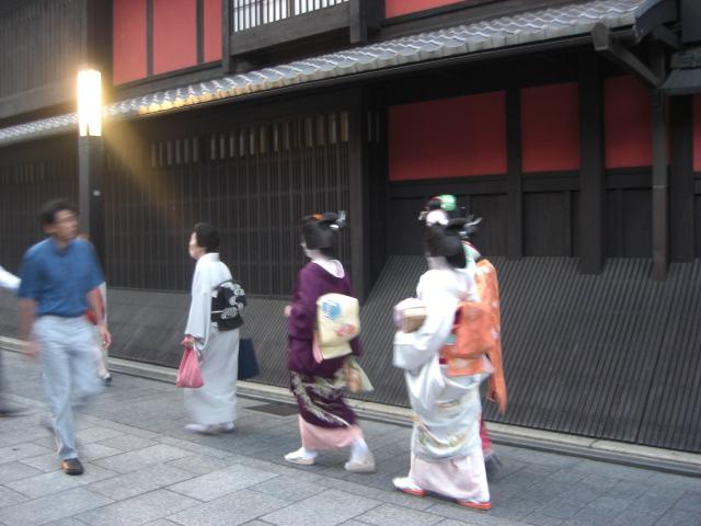 京都・祇園街に・・・。_f0036534_22335365.jpg