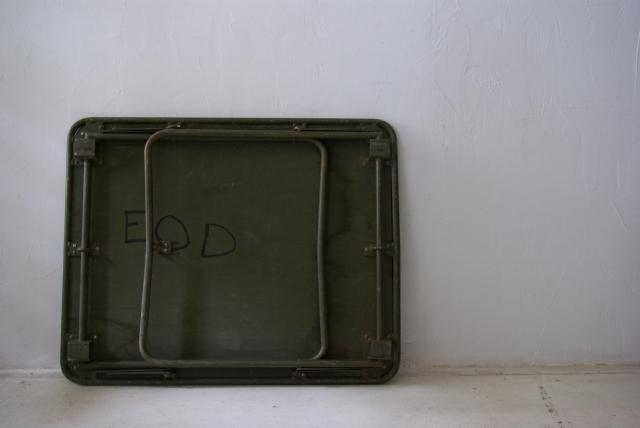 フランス軍の折畳テーブル_f0146547_1110979.jpg