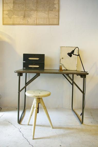 フランス軍の折畳テーブル_f0146547_1122308.jpg