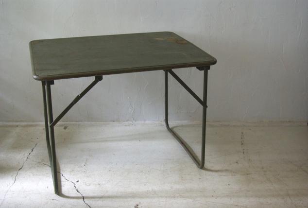 フランス軍の折畳テーブル_f0146547_1182836.jpg