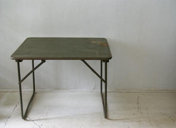 フランス軍の折畳テーブル_f0146547_1184580.jpg
