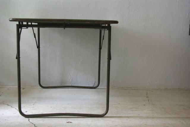 フランス軍の折畳テーブル_f0146547_1191452.jpg