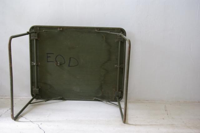 フランス軍の折畳テーブル_f0146547_1193572.jpg
