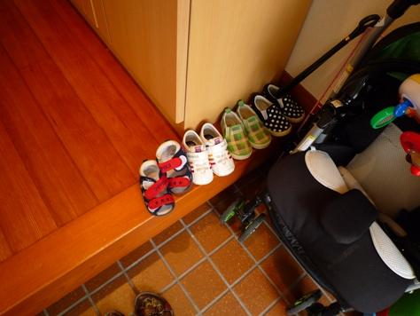 下駄箱の収納 娘達の靴 何とかするぞ~(^0^)/_e0123286_1938461.jpg