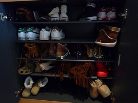 下駄箱の収納 娘達の靴 何とかするぞ~(^0^)/_e0123286_1945597.jpg