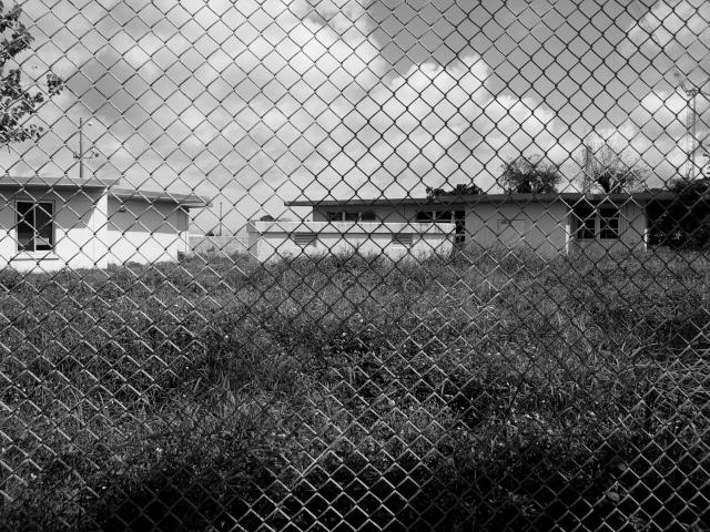 沖縄の風景 フェンス_f0024992_9322756.jpg
