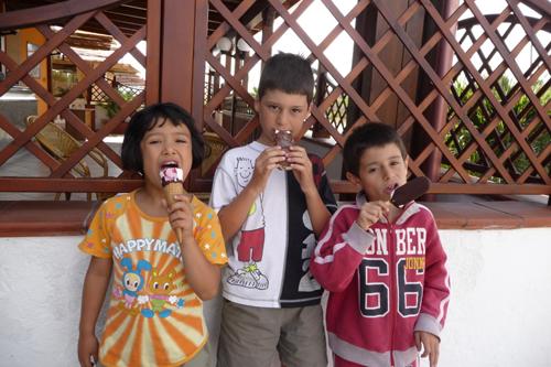 子供達と海辺のお散歩_f0106597_20307100.jpg