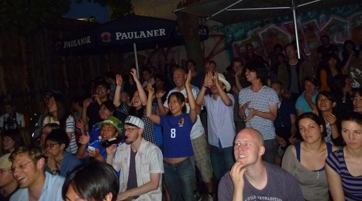 興奮!対デンマーク戦 日本3-1で勝利!_c0180686_1619475.jpg