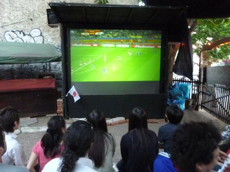 興奮!対デンマーク戦 日本3-1で勝利!_c0180686_17225135.jpg