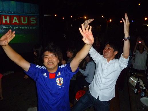 興奮!対デンマーク戦 日本3-1で勝利!_c0180686_1750255.jpg