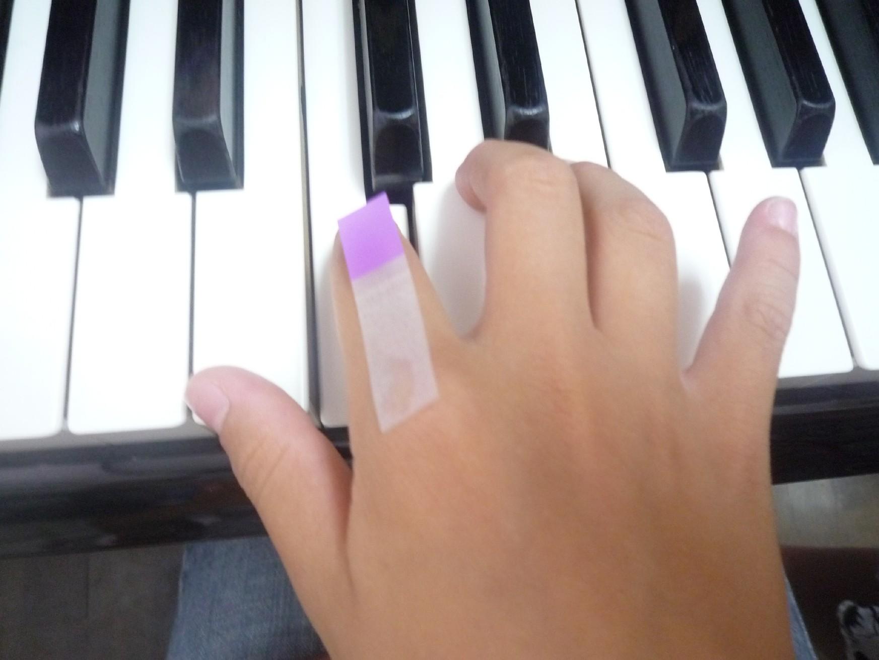 ピアノレッスン、効果的な方法・・・・・「ふせん」を貼る!_f0163730_2226970.jpg