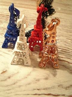 「clueto展は明日最終日。そしてパリの市。」_e0065969_21244068.jpg