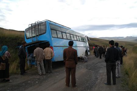 幸か不幸か中国バスアクシデント _e0171573_12291048.jpg