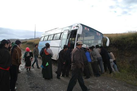 幸か不幸か中国バスアクシデント _e0171573_12291857.jpg