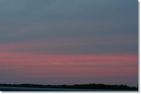 夕日と月食_f0146493_22411669.jpg