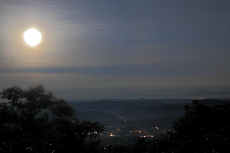月明かりの六角牛山_f0075075_11221340.jpg