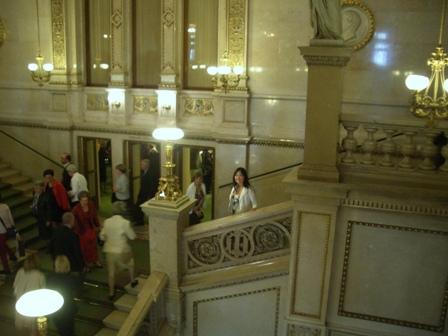 ウィーン国立歌劇場へ_a0159707_2333328.jpg
