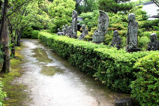 蓮華寺の石仏_e0048413_1818162.jpg