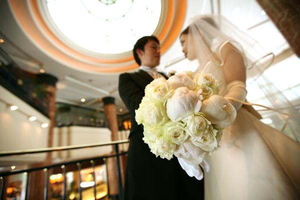 新郎新婦様からのメール ウェスティンホテル東京様へ 白の芍薬、紫のバラ_a0042928_2139117.jpg