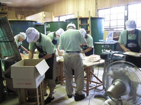 夏粕袋詰め始まる「白馬錦」様_b0140235_23445420.jpg