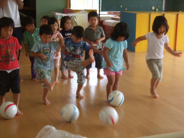 6月のお誕生会の催し物は、サッカー大会_d0166047_13293040.jpg