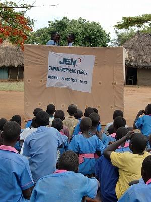 【JENの活動報告】同じ目線の支援、等身大の人形で_e0105047_1262557.jpg