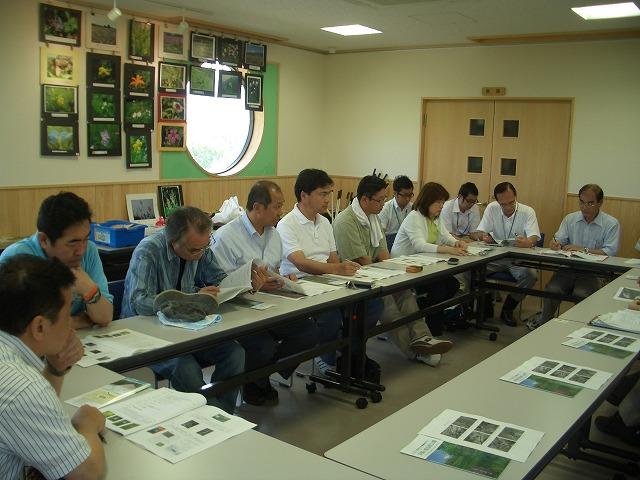 注目の「浮島ヶ原自然公園」を新人議員7名で視察!_f0141310_23303090.jpg