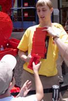 夏のNYに現れた皆で作るレゴ・ブロックの巨大アート?_b0007805_13192450.jpg