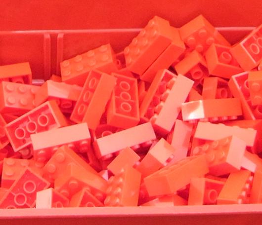 夏のNYに現れた皆で作るレゴ・ブロックの巨大アート?_b0007805_13193993.jpg