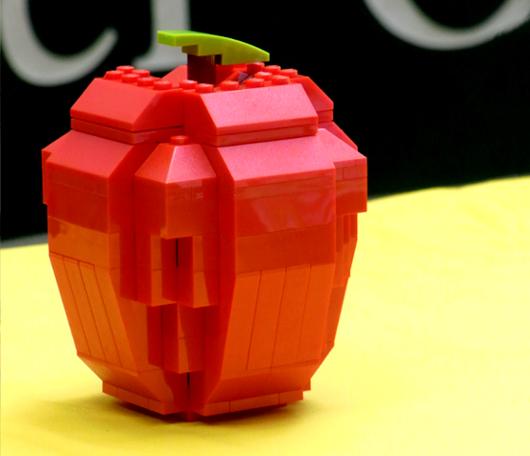 夏のNYに現れた皆で作るレゴ・ブロックの巨大アート?_b0007805_13202218.jpg