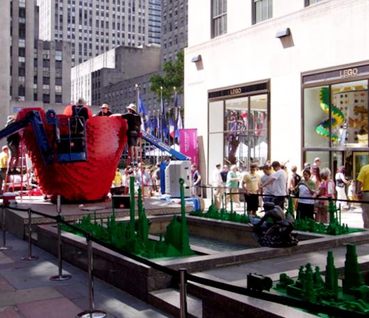 NYにオープンしたレゴ・ブロック専門店のPick a Brickコーナー_b0007805_11573495.jpg
